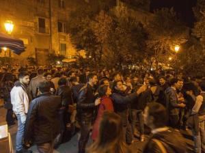 La nuova borghesia universitaria riscopre la cultura popolare in una delle sue infinite manifestazioni.